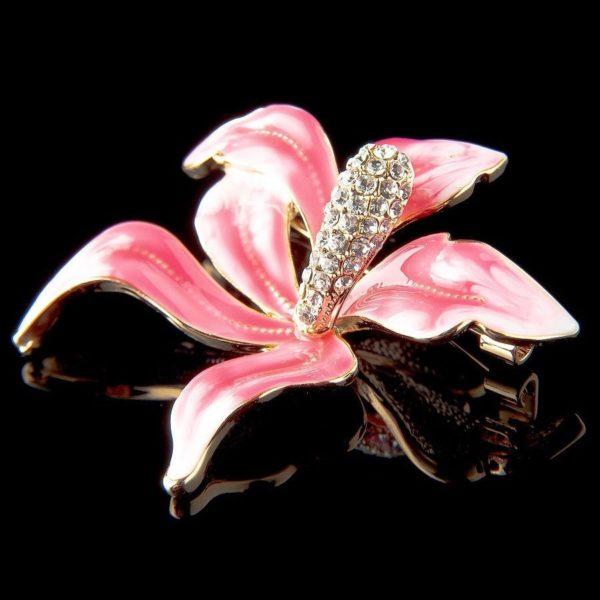 Розовая брошь в виде цветка Лилии
