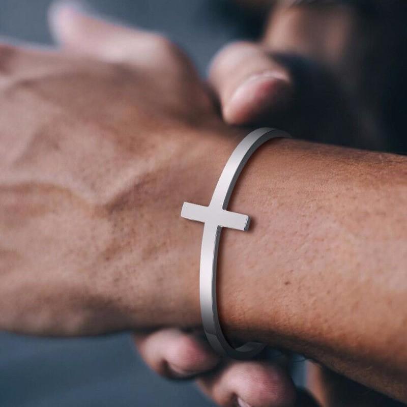 Стальной браслет на руку с крестом