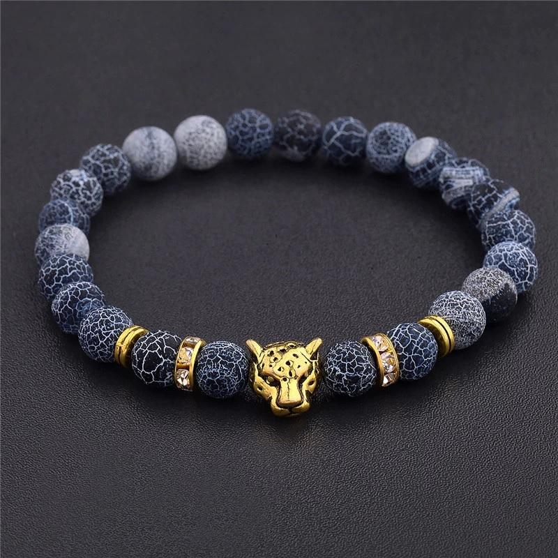 Стильный браслет из бусин с пантерой