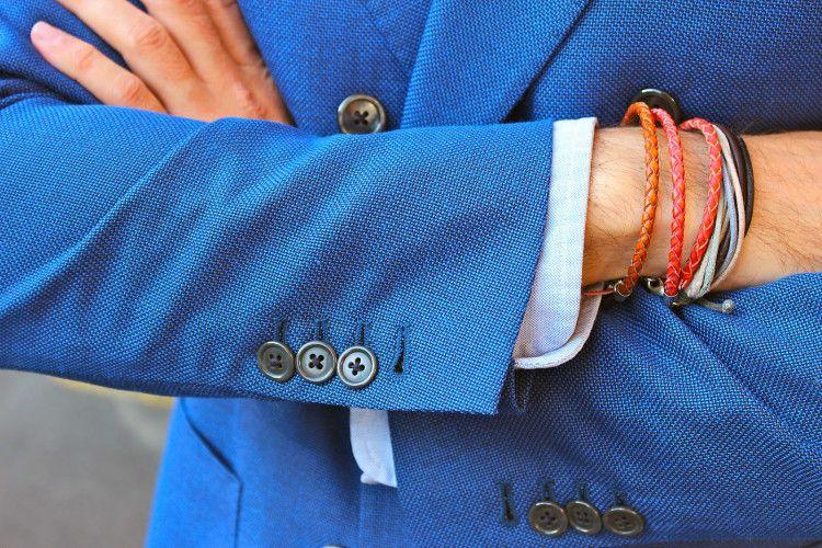 Мужские браслеты на руку в сочетании с классическим стилем