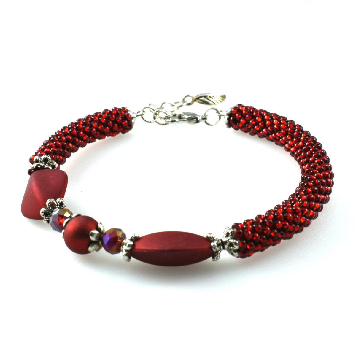 Красный браслет женский