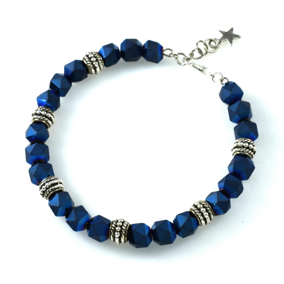 Женский браслет синего цвета на руку