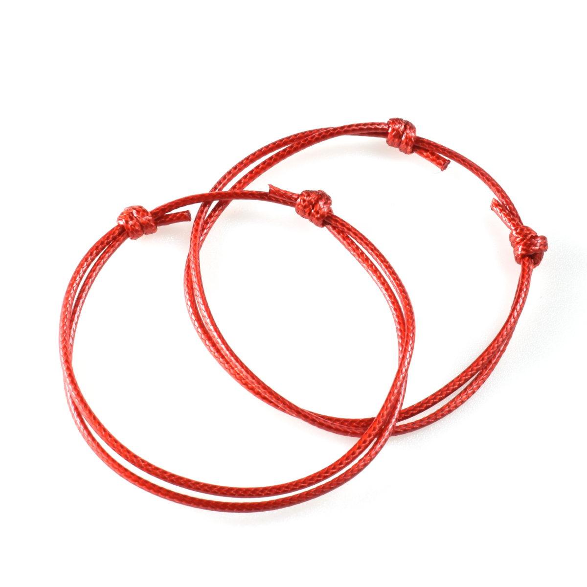 Шнурки красного цвета на руку для защиты от сглаза