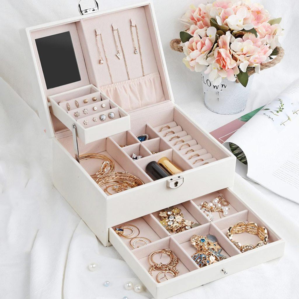 Розовая шкатулка для хранения украшений