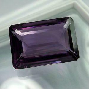 Ювелирный камень с огранкой Октагон фиолетового цвета