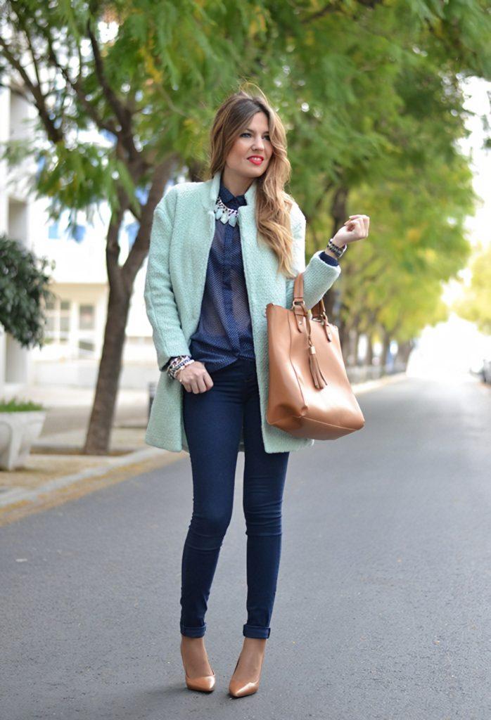 Девушка в мятном пиджаке
