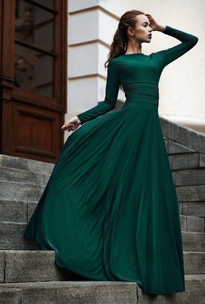 Девушка в шикарном зеленом платье