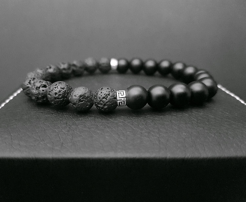 Мужской браслет из бусин лавы