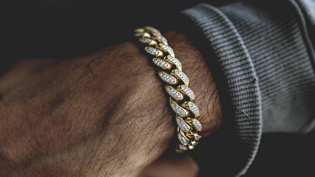 Золотая цепочка на руку с бриллиантами мужская