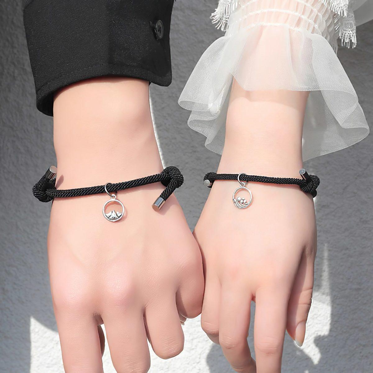 Браслетики на руку для влюбленных черного цвета