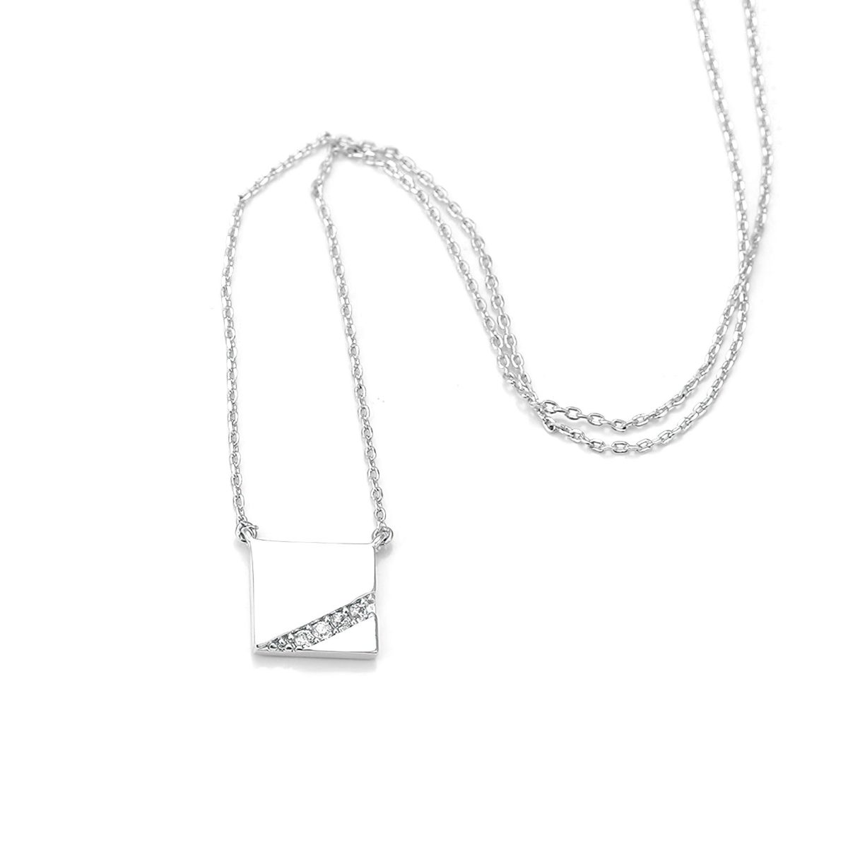 Серебристый кулон квадрат